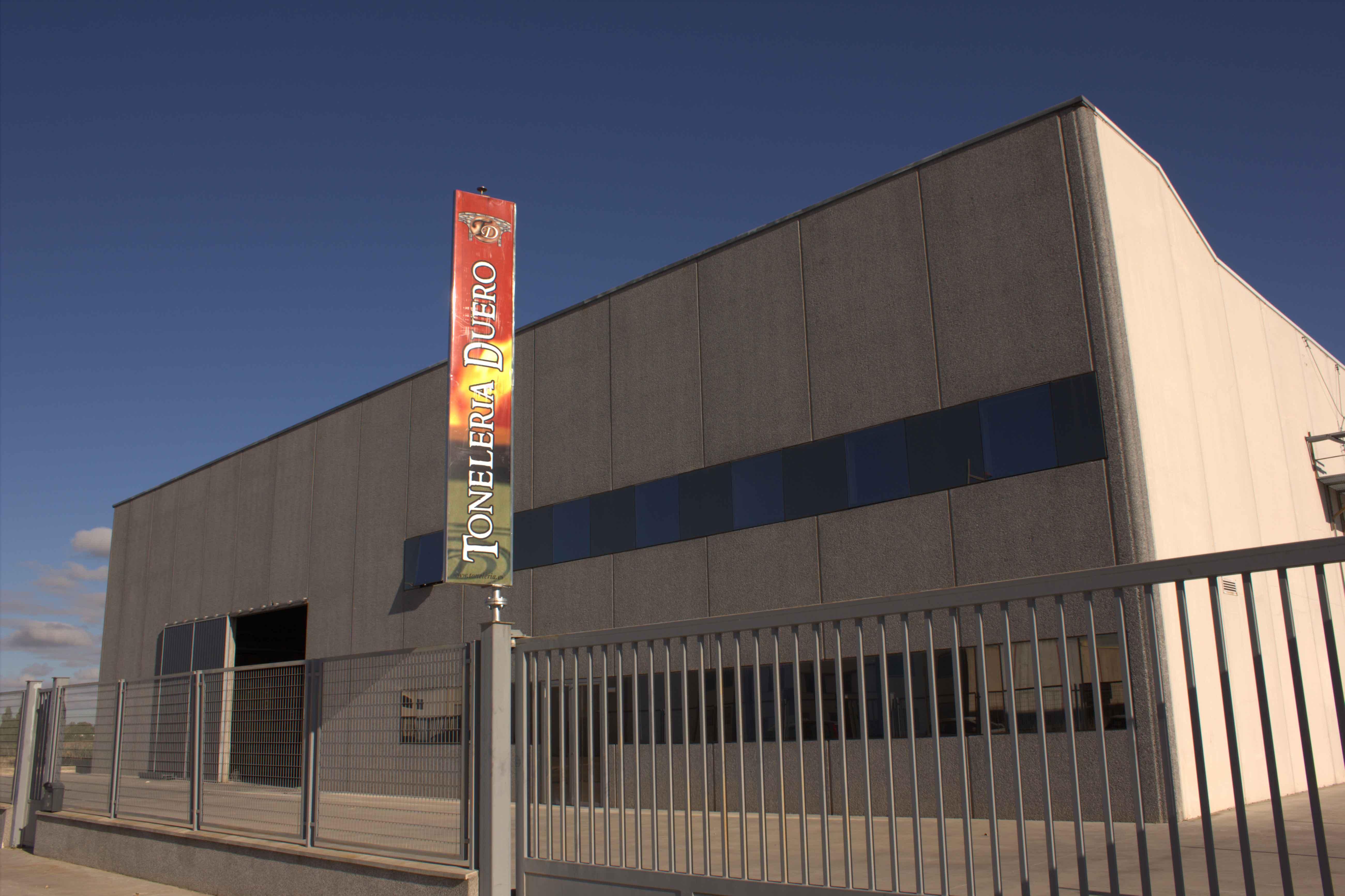 Fachada de las nuevas instalaciones de Toneleria Duero